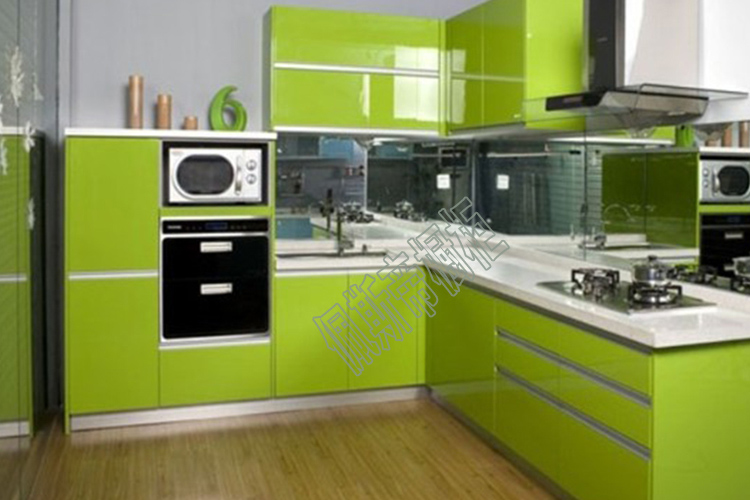 小巧玲珑的橱柜颜色搭配 为她量身定制一套厨房橱柜吧